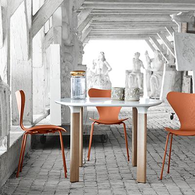3107 Sjuan Monochrome stol Fritz Hansen