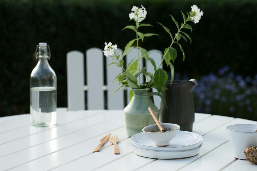 Grythyttan utegrupp B30 bord & A2 fåtölj vitlack inspiration